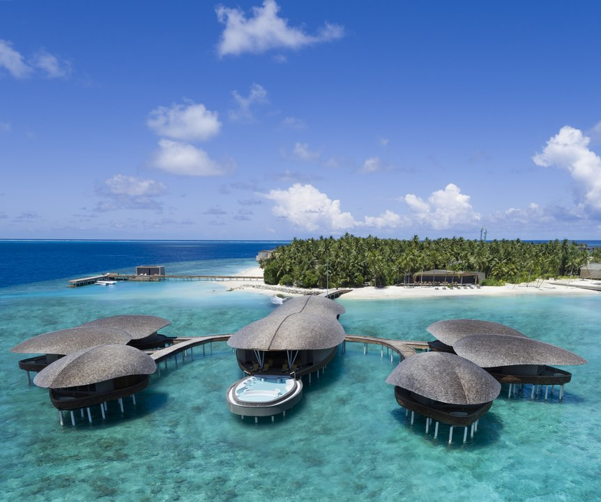 Enjoy the Festive Season at The St. Regis Maldives Vommuli Island Resort